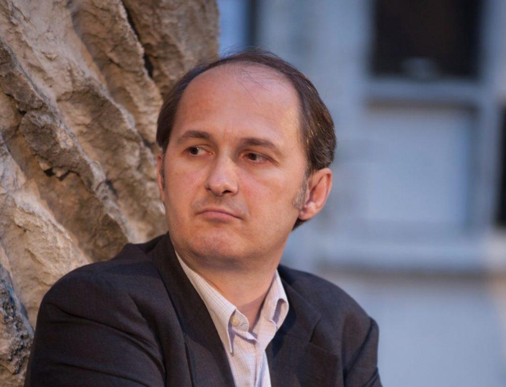 "Gojko Božović,  IK ""Arhipelag"": ""Cela javna scena pretvorena je u vašar, pa ni Sajam knjiga tome ne uspeva da odoli"""