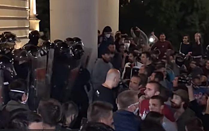 """Radna grupa"" osudila napade na novinare i brutalnost policije"