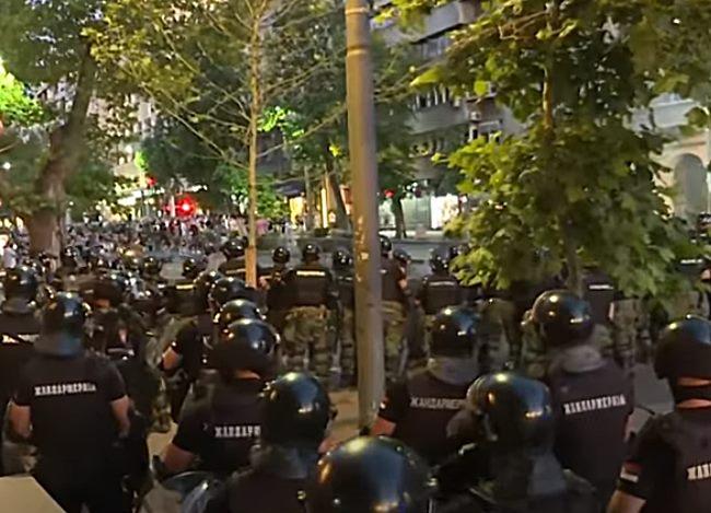 """ENIL: """"Zahtevamo temeljnu istragu protiv policijske brutalnosti  na nedavnim demonstracijama"""""""