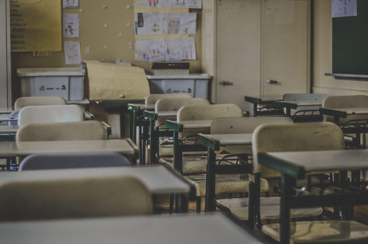 Nova školska godina za najmlađe u učionicama, za starije kombinovano