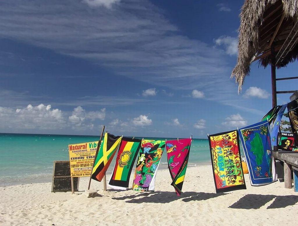Jamajka: Ostrvska zemlja crvenokljunog kolibrija i plave lagune
