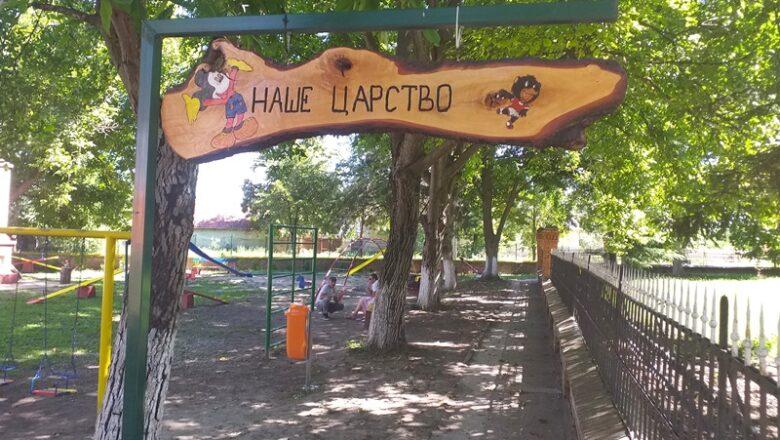 Lokalna samouprava zatajila, meštani sela Orlovat sami uredili igralište za decu