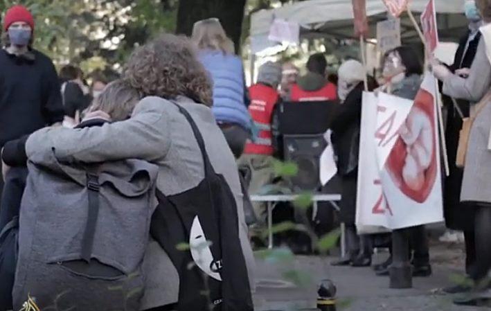 """Doktori otkazuju abortuse: Žene u Poljskoj najavile """"Veliki marš"""" u Varšavi"""