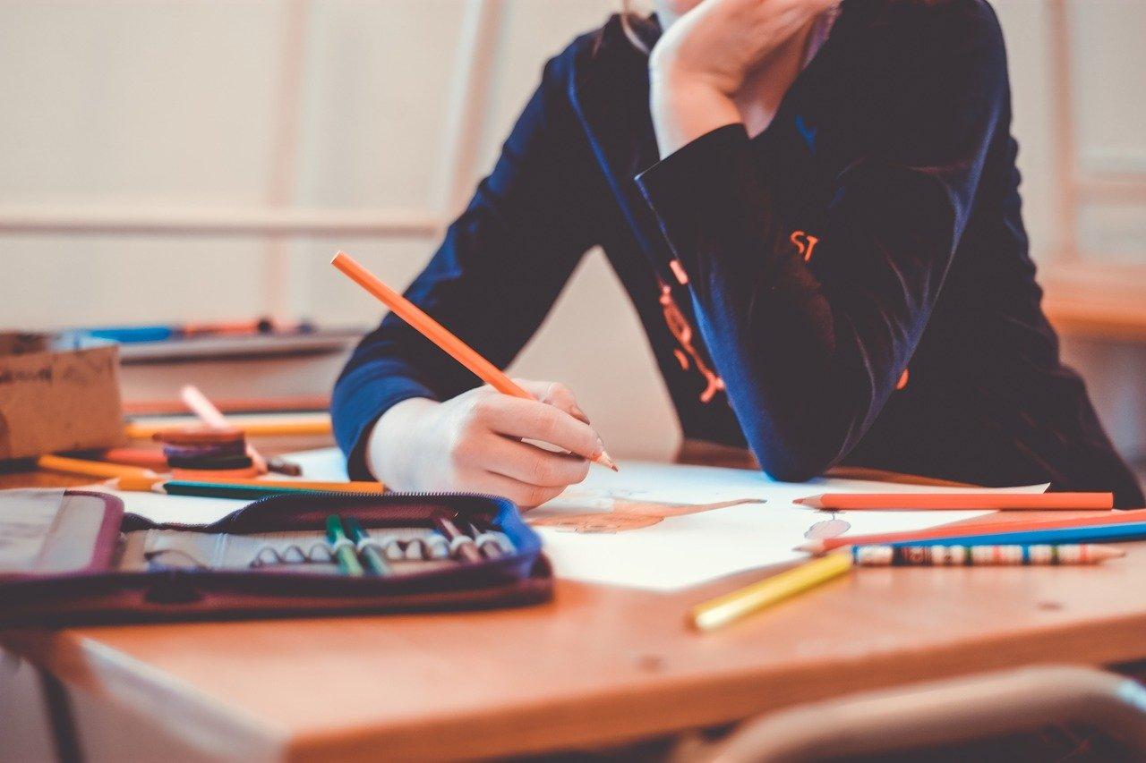 Tri sindikata prosvete traže prekid neposredne nastave u školama