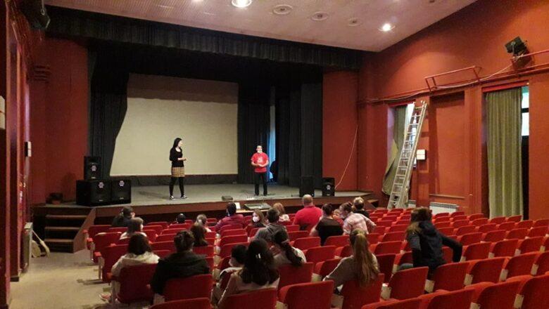 "Uprkos lošem stanju rasvete Doma kulture u Sonti, održan festival ""Nedelja pozorišta"""