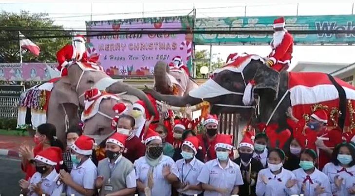 Tajland: Deda Mraz došao na slonu i delio zaštitne maske (VIDEO)