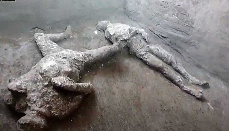 Veliko otkriće u Pompeji: Pronađena očuvana tela dva muškarca