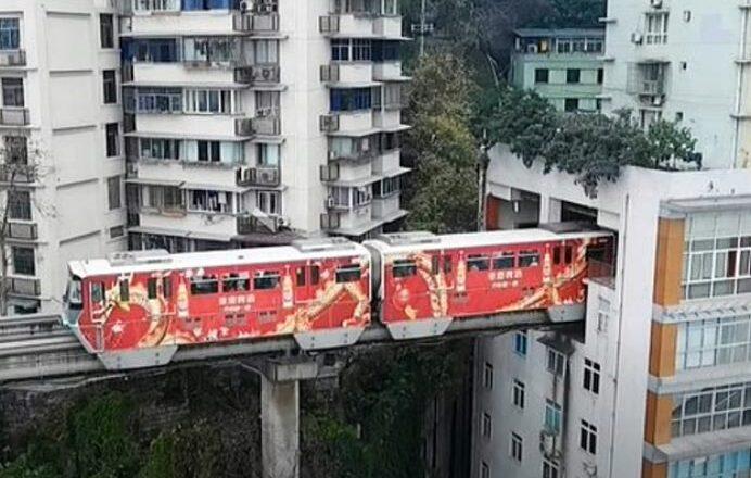 Kineska čuda: Voz koji prolazi kroz zgradu